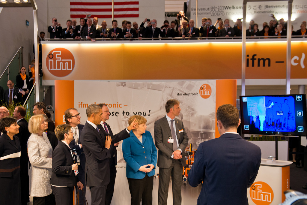 The world's smallest 3D camera presented to the German chancellor Merkel and the US president Obama.