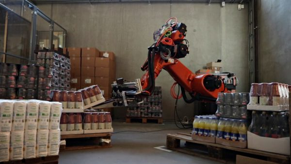 Robot in the warehouse with the O3D sensor from ifm